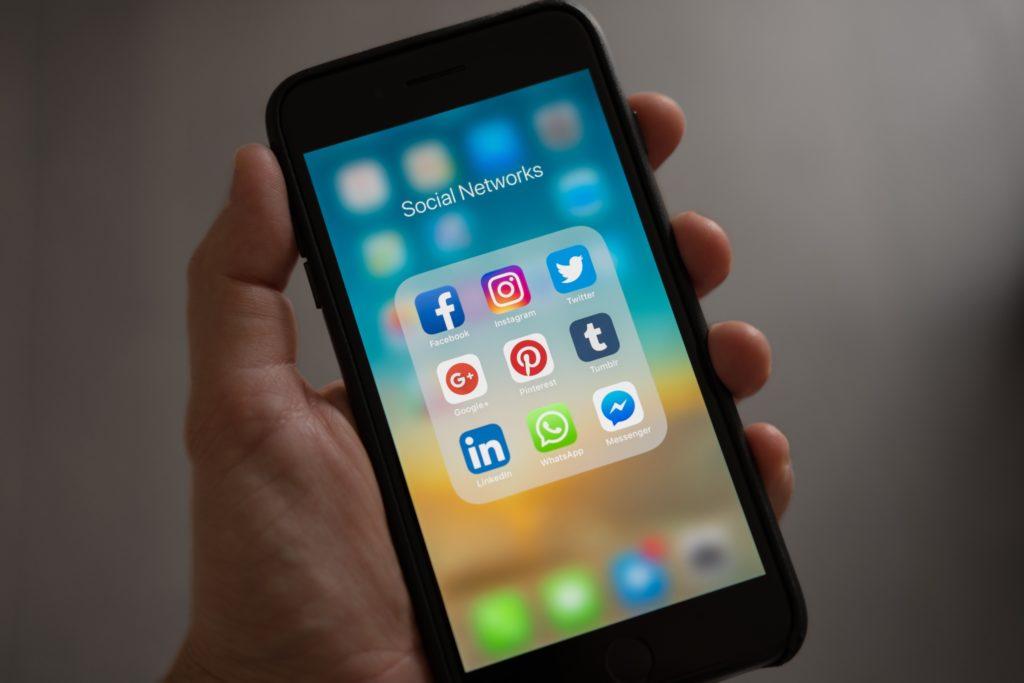 Sosiaalista mediaa käytetään yhä enemmän mobiilisti